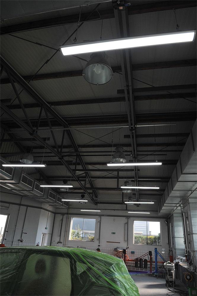 Janitsch verbaut LED-Leuchten in Karosseriewerkstatt